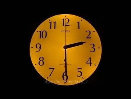 リズム時計リバライト壁掛け時計F460が夜明るく光った画像