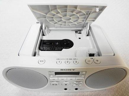 ソニーのCDラジオZS-S40のフタを開けた画像