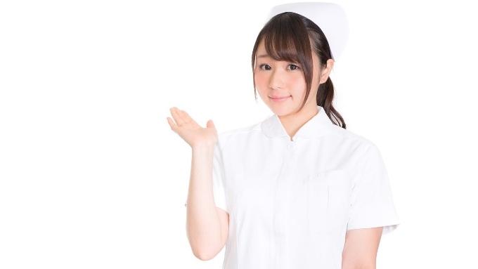 病院を案内する看護師さん(ナース)の画像