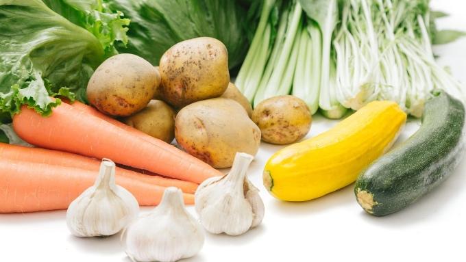 レタスジャガイモ人参ニンニクなど野菜の画像