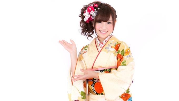 振袖着物を着た女性のお正月画像