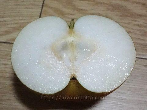量十郎の梨を半分に割った画像