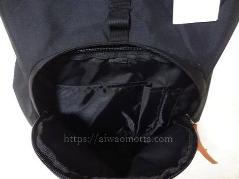 登山リュック、カリマーのデイパックの背面ポケットの画像