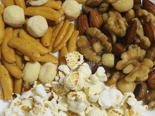 トリュフ塩味のお菓子、ポップコーン、柿の種、ミックスナッツの画像