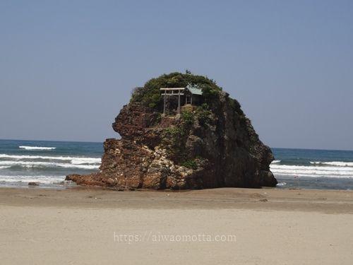 稲佐の浜の弁天島の画像