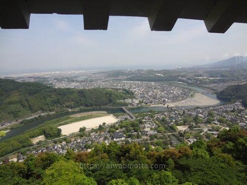 山口県の岩国城天守閣からの眺めの画像