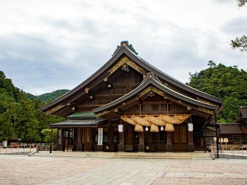 出雲大社の拝殿の画像