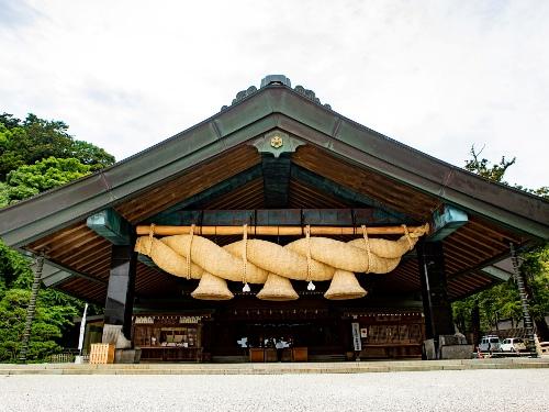 出雲大社の神楽殿、大しめ縄の画像