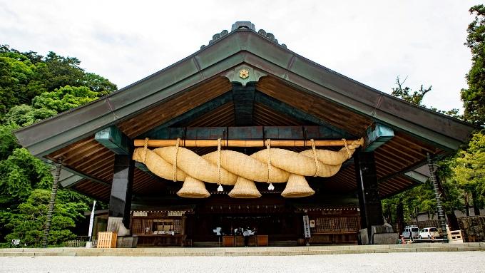 出雲大社、神楽殿の大しめ縄の画像