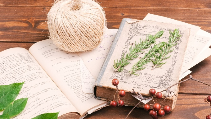 本と糸の画像